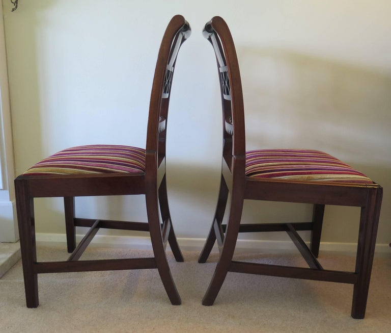 Fine Pair of Mahogany Dining Chairs, English George III Sheraton Period In Good Condition For Sale In Lincoln, Lincolnshire