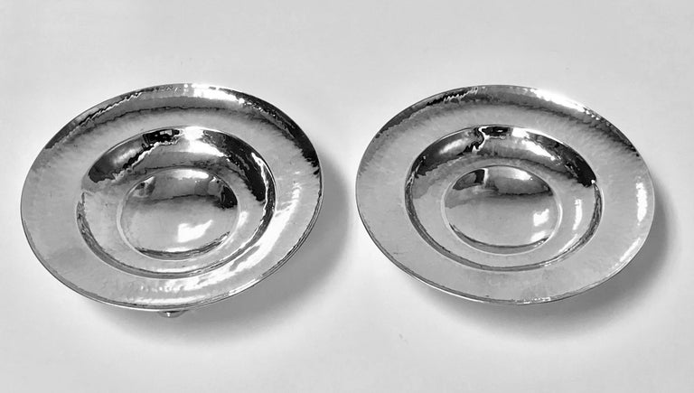 English Fine Pair of Omar Ramsden Sterling Silver Dishes, London, 1931 For Sale