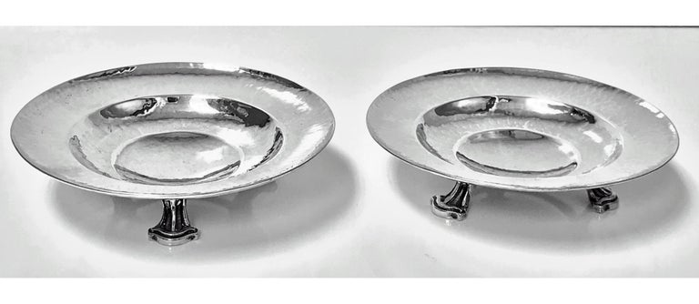 Hammered Fine Pair of Omar Ramsden Sterling Silver Dishes, London, 1931 For Sale