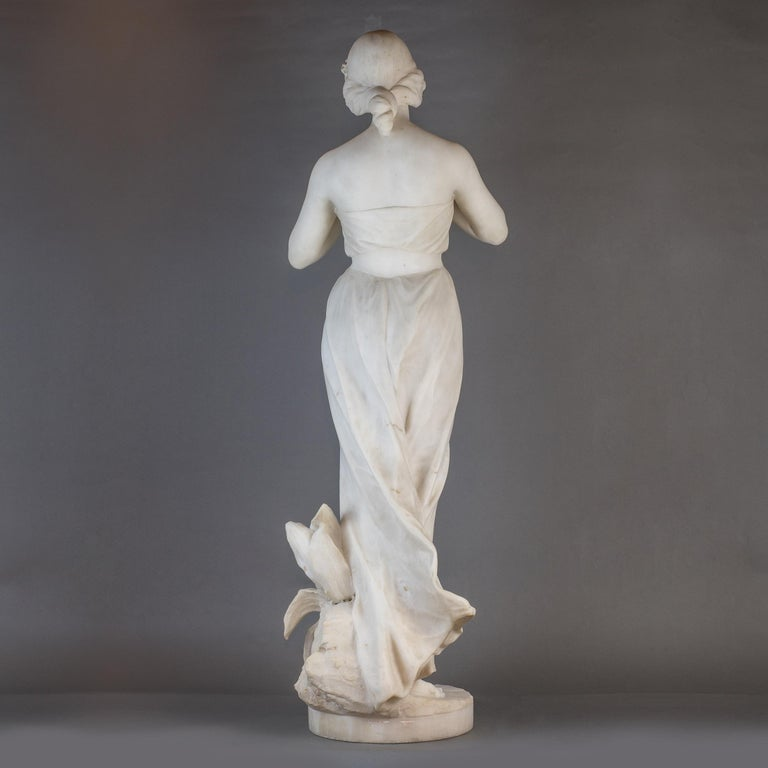 White Marble Statue Sculpture of a Beauty by Giuseppe Gambogi In Good Condition For Sale In New York, NY
