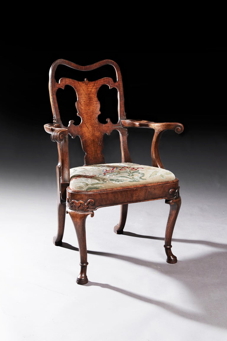 Georgian Fine Quality Mid 19th Century Walnut Open Armchair For Sale