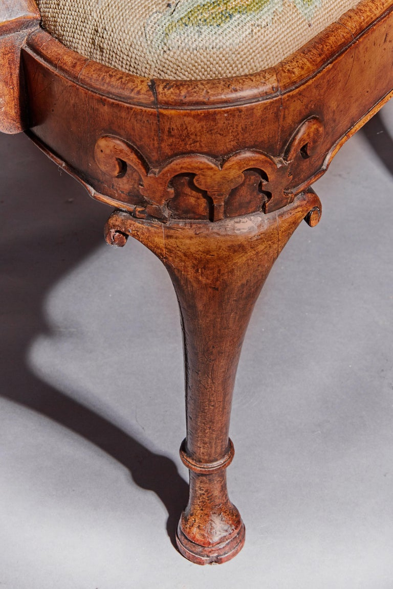 Fine Quality Mid 19th Century Walnut Open Armchair For Sale 1