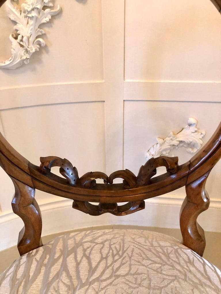 Fine Quality Set of Six English Victorian Antique Walnut Dining Chairs In Excellent Condition For Sale In Norwich, GB