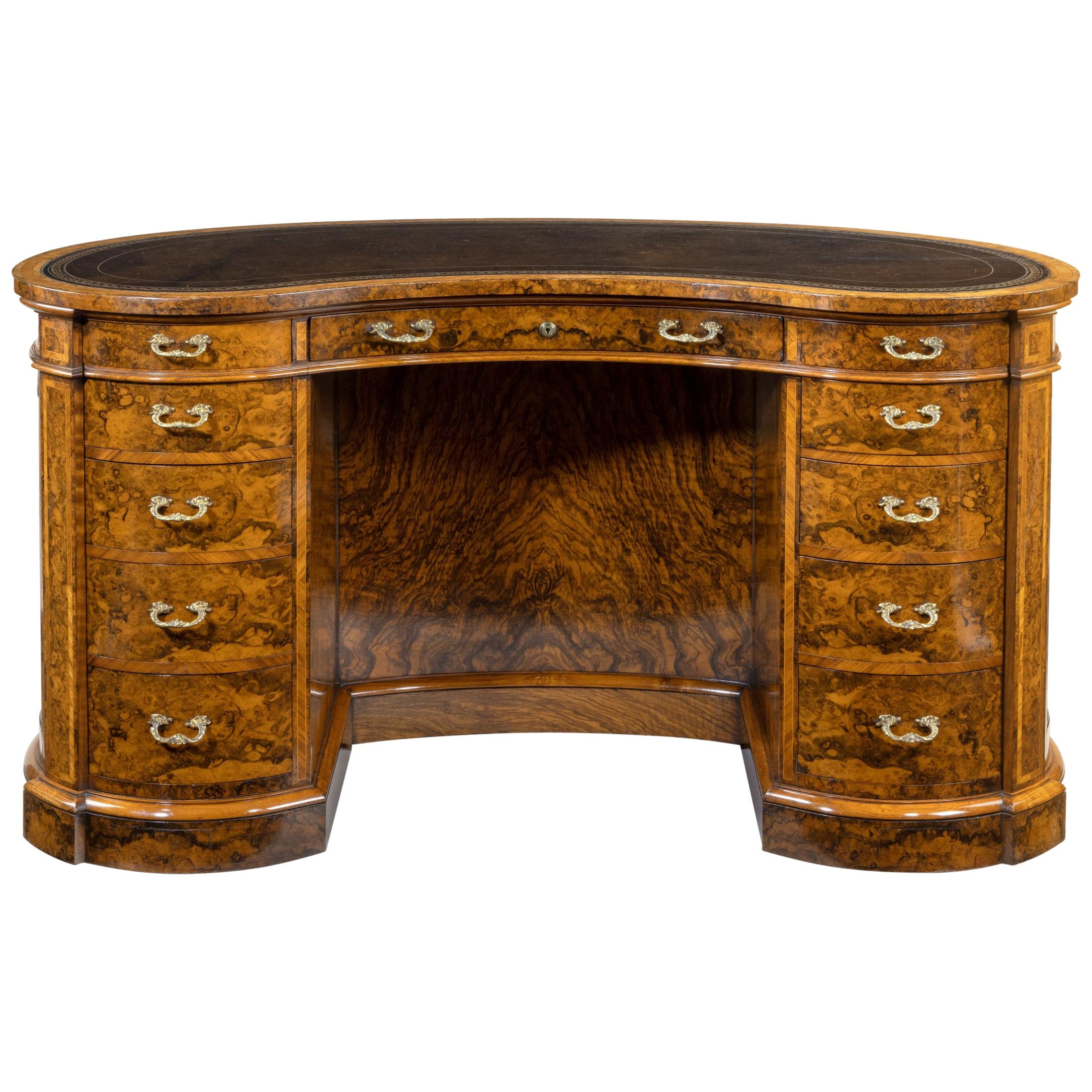 Fine Quality Victorian Kidney-Shaped Desk in Richly Figured Walnut by Gillows