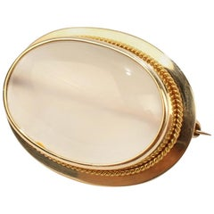 Fine Retro 10 Karat Gold and Moonstone Cabochon Brooch or Pin