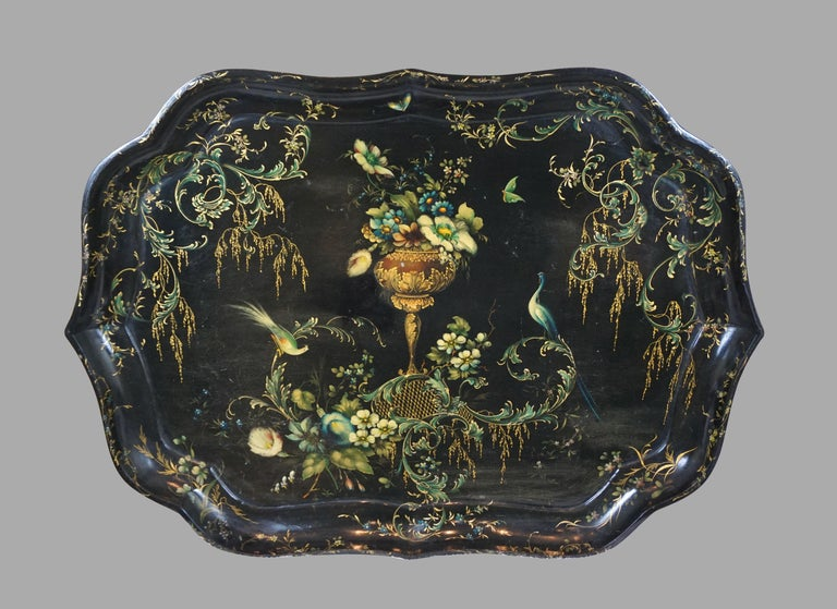 Victorian Fine Set of 3 Black and Gilt Graduated Papier Mâché Trays of Scalloped Form For Sale