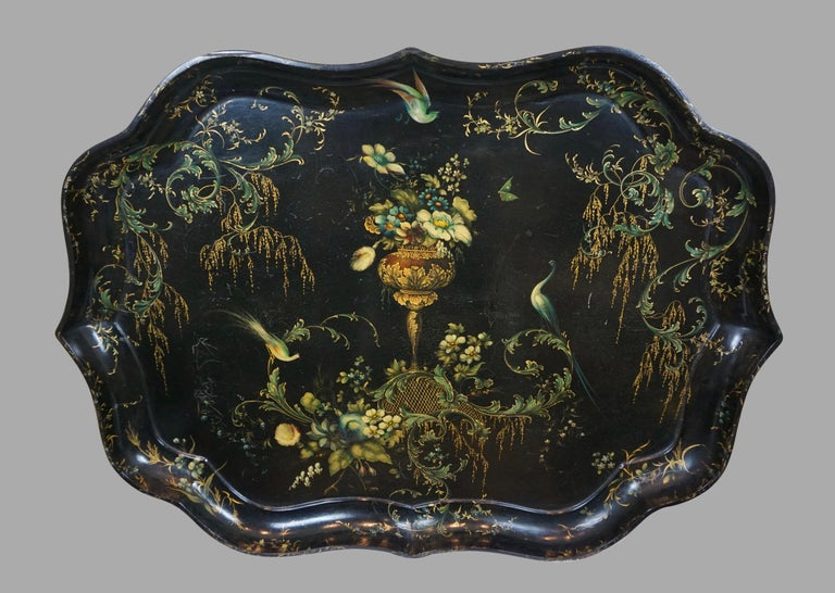 English Fine Set of 3 Black and Gilt Graduated Papier Mâché Trays of Scalloped Form For Sale