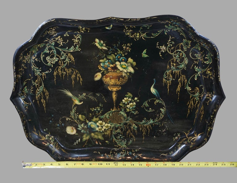 Mid-19th Century Fine Set of 3 Black and Gilt Graduated Papier Mâché Trays of Scalloped Form For Sale