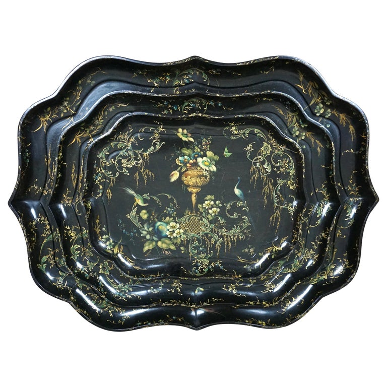 Fine Set of 3 Black and Gilt Graduated Papier Mâché Trays of Scalloped Form For Sale