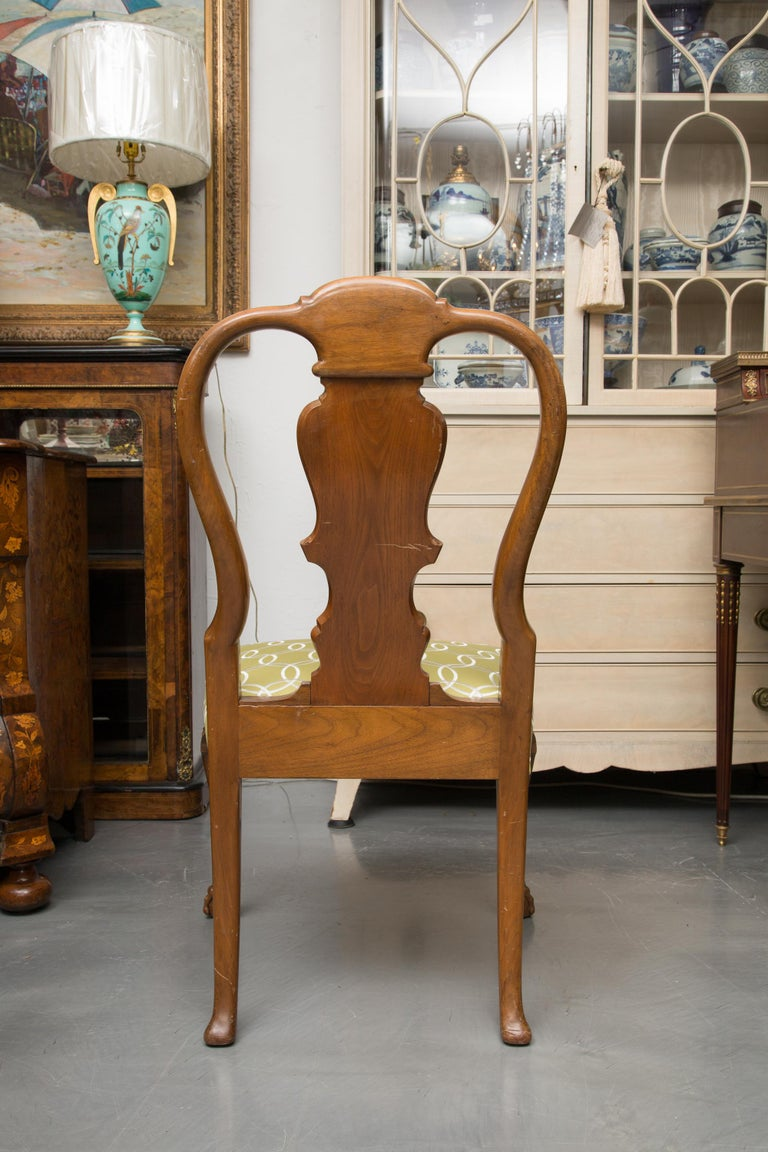 Fine Set of Eight, Queen Anne Style Walnut Dining Chairs For Sale 5