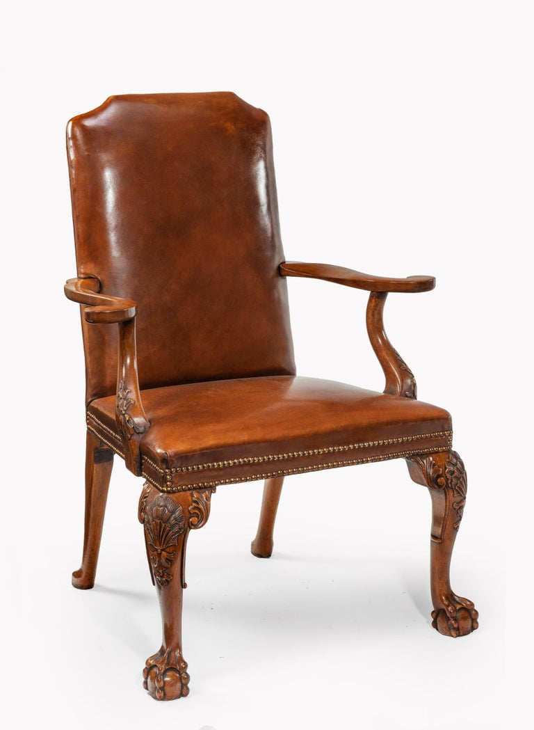 Fine Set of Eight Walnut and Leather Cabriole Leg Dining Chairs Queen Anne Style In Good Condition For Sale In Benington, Herts