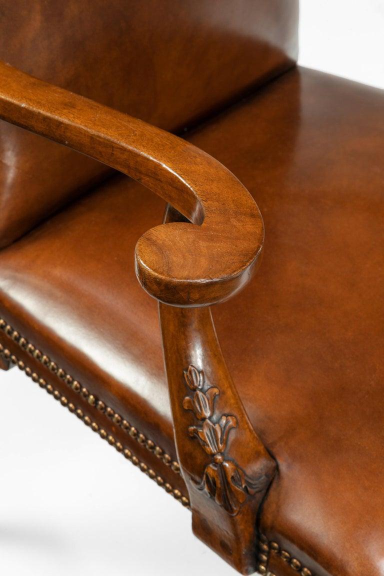 Fine Set of Eight Walnut and Leather Cabriole Leg Dining Chairs Queen Anne Style For Sale 3