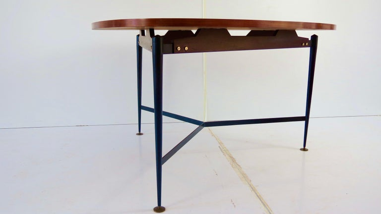 Mid-Century Modern Fine Three Feet Silvio Cavatorta Large Teak Triangular Round Dining Table, 1950 For Sale