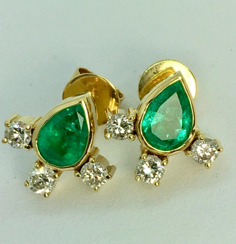 Stunning a pair of 4.20 carat Colombian Emeralds diamond of gem quality! Stud Earrings 18K Yellow Gold Natural Colombian Emerald Pear Cut Vibrant Medium Green Color Total Emerald Weight 3.00 carat Total Diamond Weight 1.20 carats (H/SI1) Style
