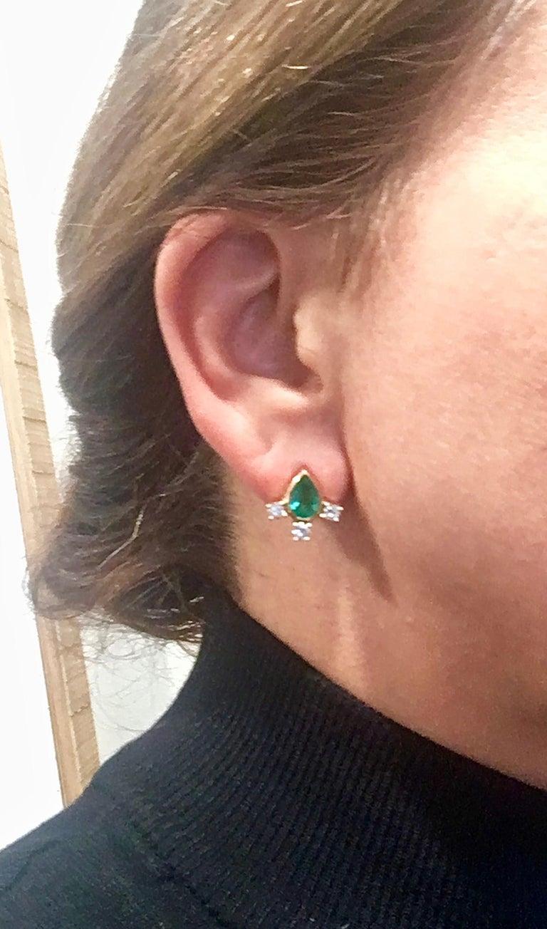 Fine  Vibrant Green Colombian Emerald Pear Cut Diamond Earrings 18K In New Condition For Sale In Brunswick, ME