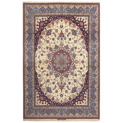 Fine Vintage Isfahan Seyrafian Persian Rug. Size: 9 ft 10 in x 14 ft 11 in