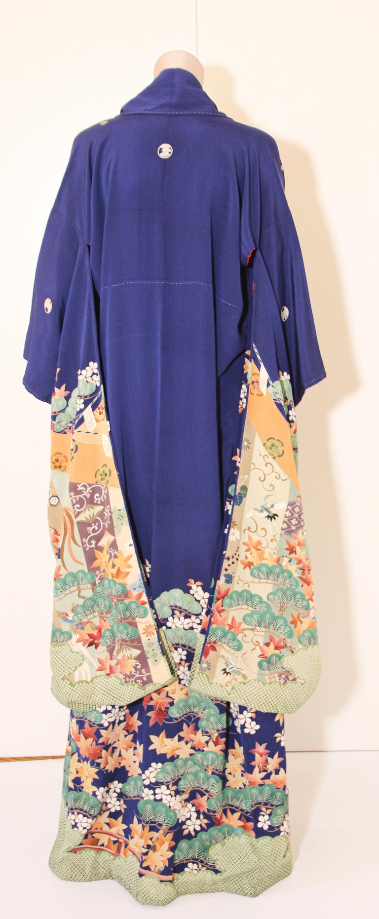 Fine Vintage Japanese Royal Blue Silk Kimono with Yuzen Design For Sale 5