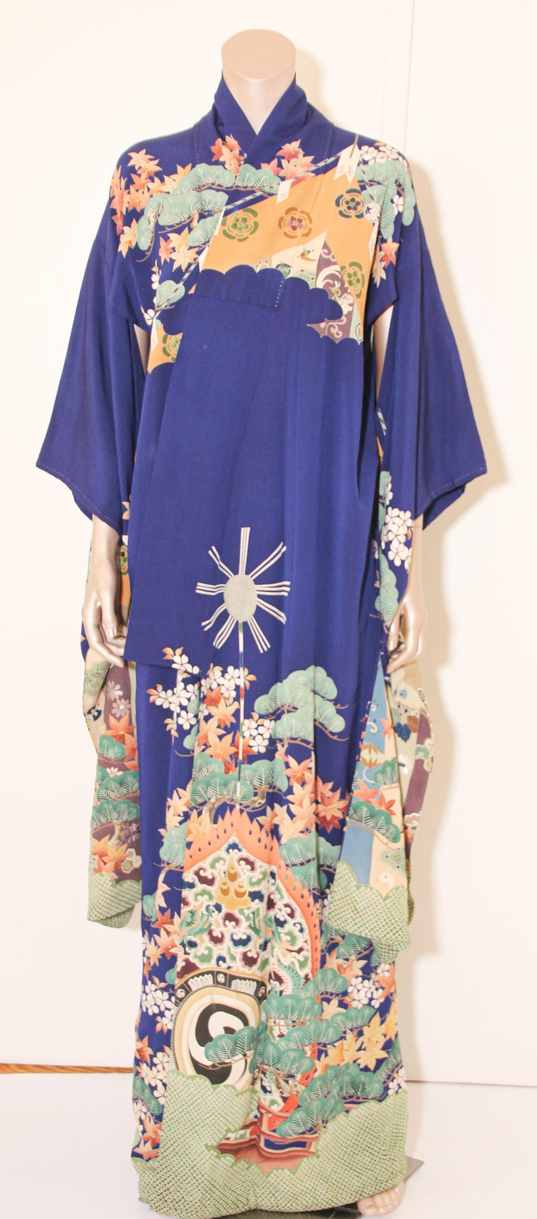 Fine Vintage Japanese Royal Blue Silk Kimono with Yuzen Design For Sale 8