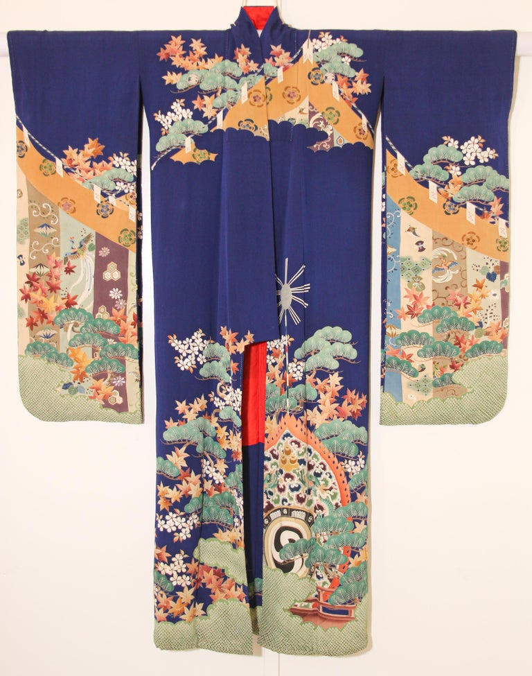 Fine Vintage Japanese Royal Blue Silk Kimono with Yuzen Design For Sale 10