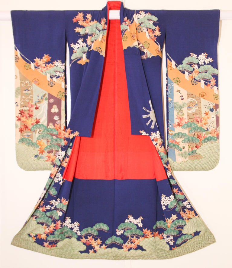 Fine Vintage Japanese Royal Blue Silk Kimono with Yuzen Design For Sale 12