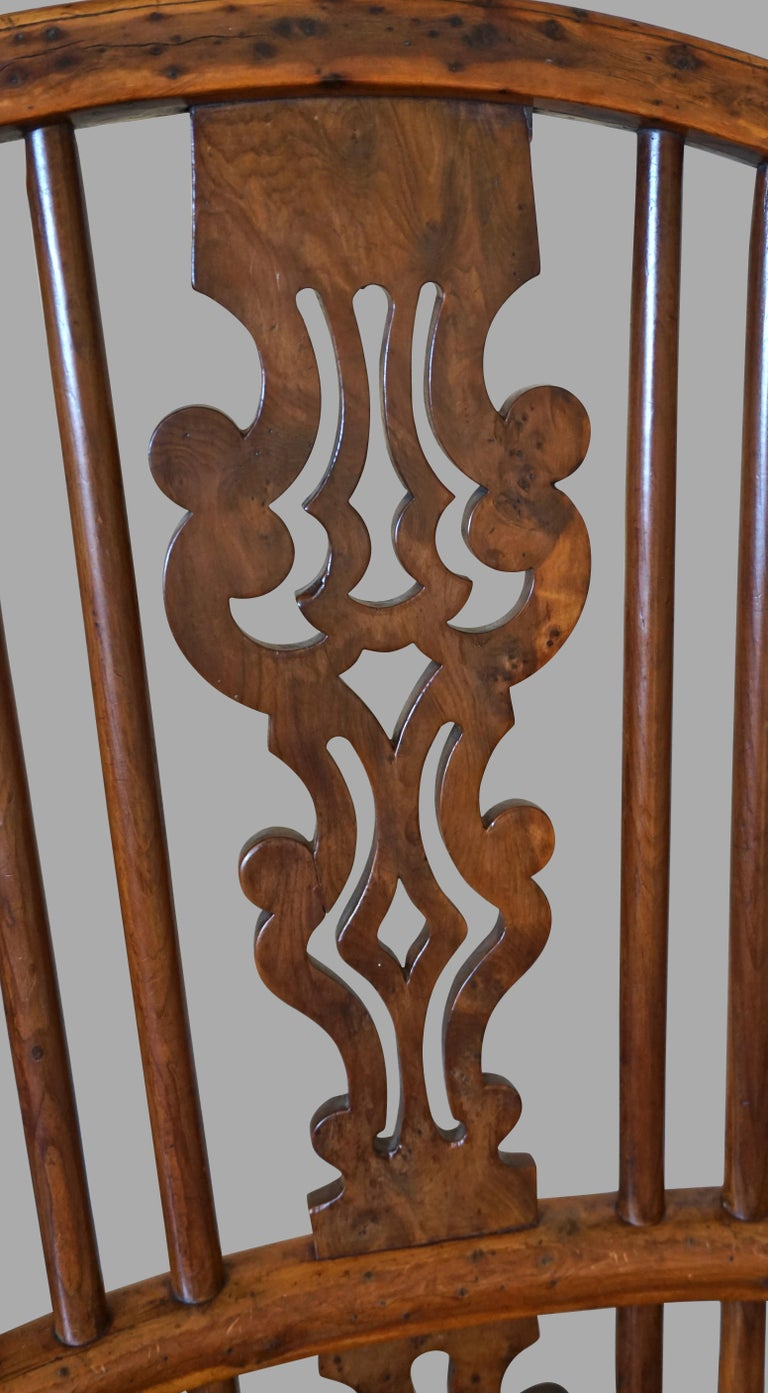 English Yew Wood Narrow Arm High Back Windsor Chair In Good Condition For Sale In San Francisco, CA