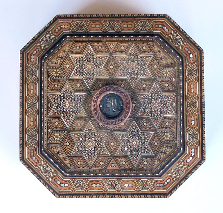 Syrian Finely Crafted Middle Eastern Micro-Mosaic Marquetry Inlaid Octagonal Lidded Box For Sale