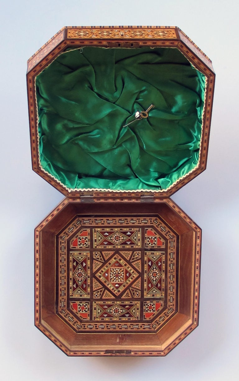Finely Crafted Middle Eastern Micro-Mosaic Marquetry Inlaid Octagonal Lidded Box In Excellent Condition For Sale In San Francisco, CA