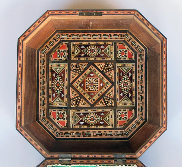 20th Century Finely Crafted Middle Eastern Micro-Mosaic Marquetry Inlaid Octagonal Lidded Box For Sale