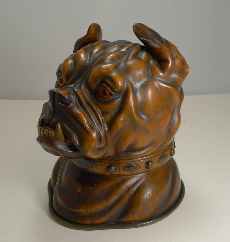 Finest Large Antique Tobacco Box in Fruitwood, English Bulldog, circa 1880 In Good Condition For Sale In London, GB
