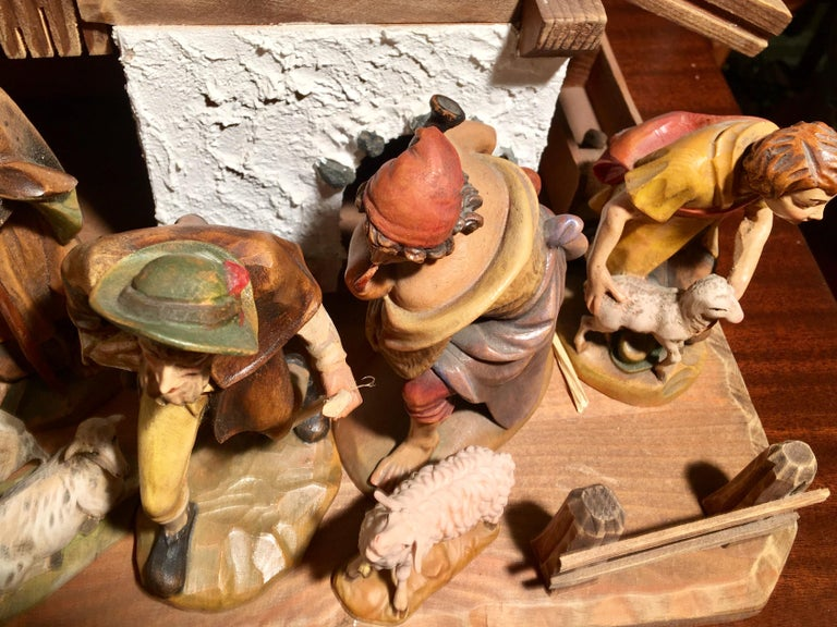 Finest Quality Italian Nativity Set Hand Carved Wood 16-Piece Oswald Demetz Deur For Sale 7