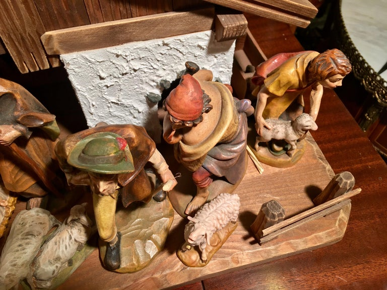 Finest Quality Italian Nativity Set Hand Carved Wood 16-Piece Oswald Demetz Deur For Sale 8