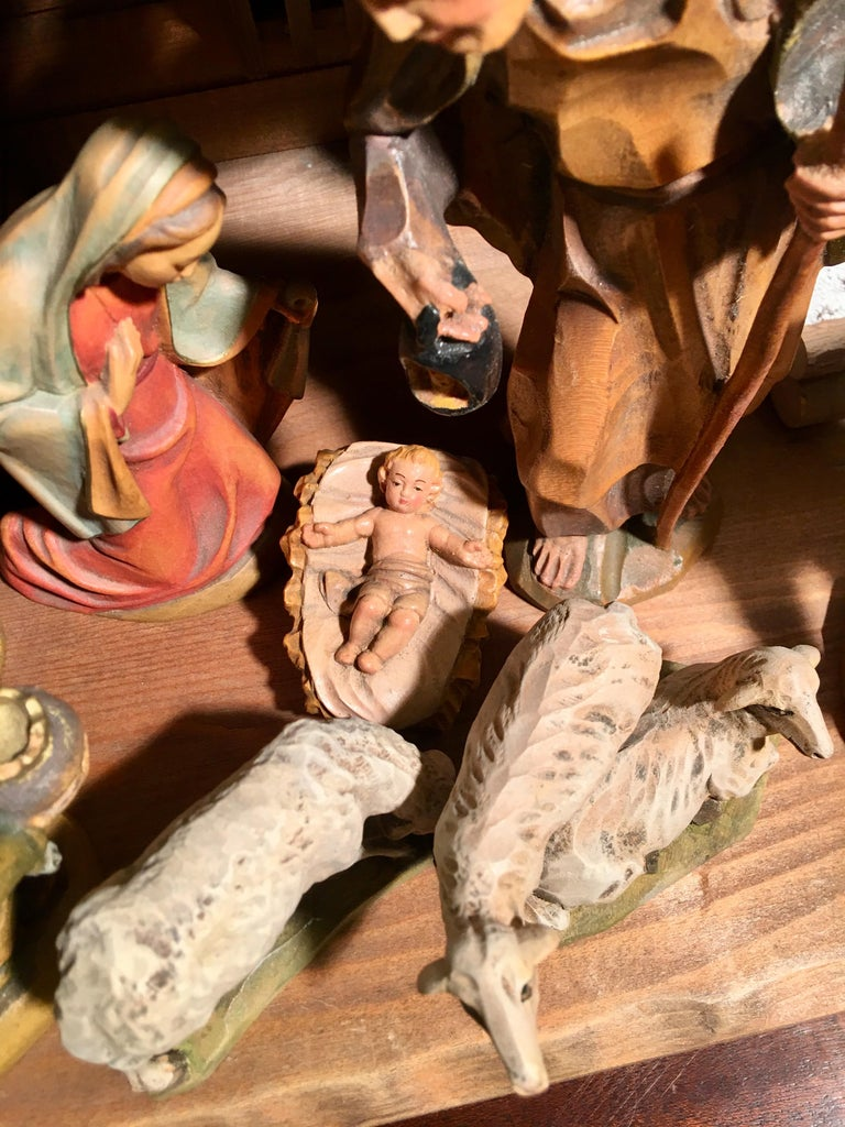 Finest Quality Italian Nativity Set Hand Carved Wood 16-Piece Oswald Demetz Deur In Excellent Condition For Sale In Tustin, CA