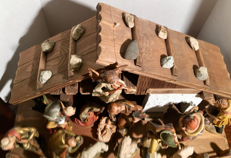 Finest Quality Italian Nativity Set Hand Carved Wood 16-Piece Oswald Demetz Deur For Sale 3