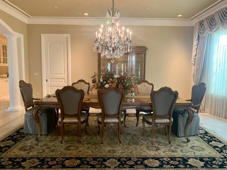 Finest Quality Karges Louis XV Style Walnut Dining Room Table with Eight Chairs For Sale 13