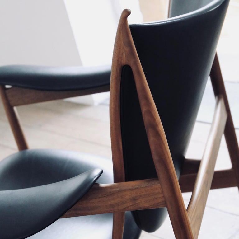 Danish Finn Juhl Chieftain Armchair Walnut, Leather Elegance Black For Sale