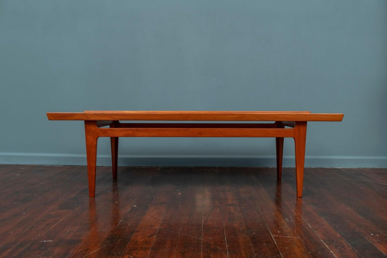 Finn Juhl FD532 teak coffee table for France & Son. Beautiful Finn Juhl coffee table, understated but complicated in the detail. The solid teak top is wonderfully sculptured along the long sides whilst the legs are made of two individual pieces