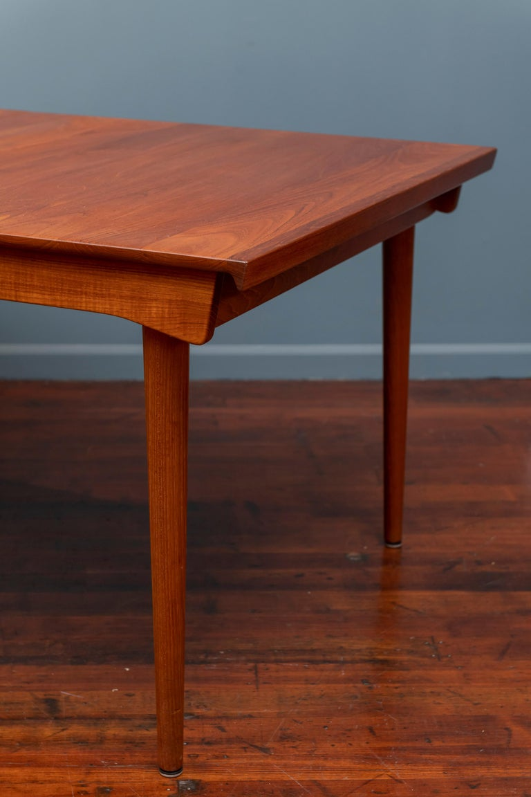 Finn Juhl design extension dining table for France & Son, Denmark. Newly refinished and made from solid teak with two 24