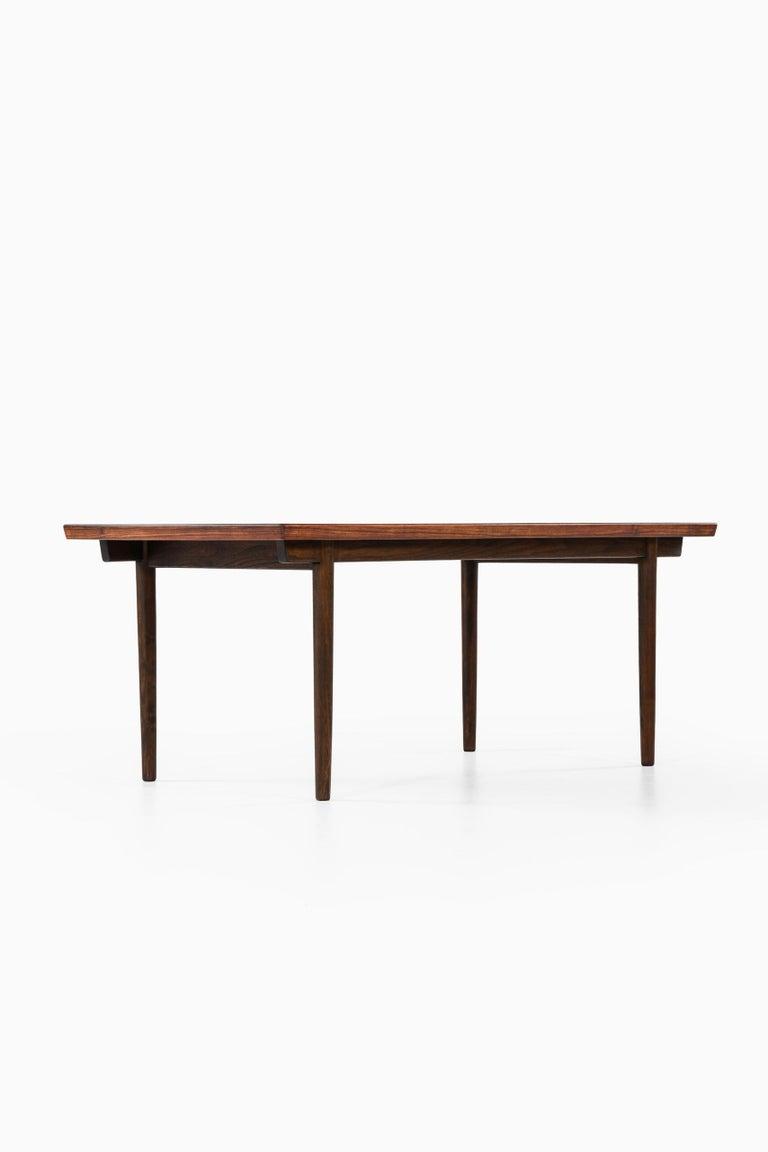 Finn Juhl Dining Table Produced by Søren Willadsen Møbelfabrik in Denmark For Sale 3