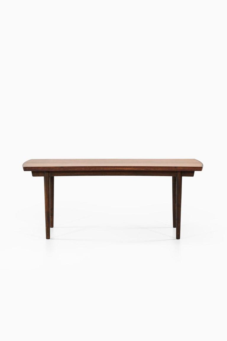 Finn Juhl Dining Table Produced by Søren Willadsen Møbelfabrik in Denmark For Sale 4