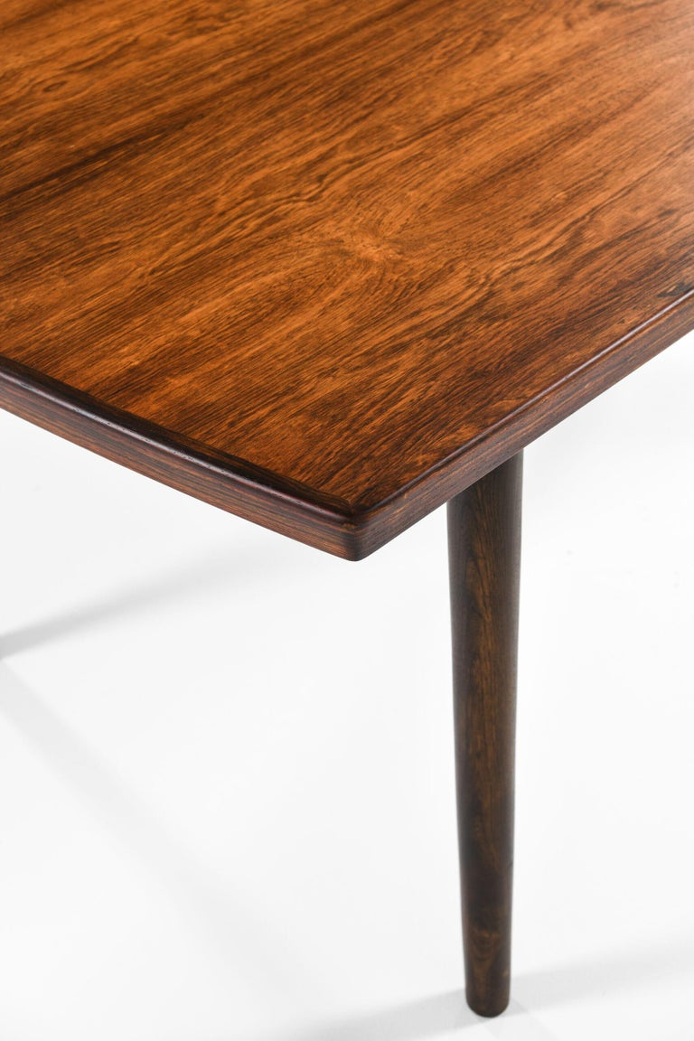 Finn Juhl Dining Table Produced by Søren Willadsen Møbelfabrik in Denmark For Sale 5