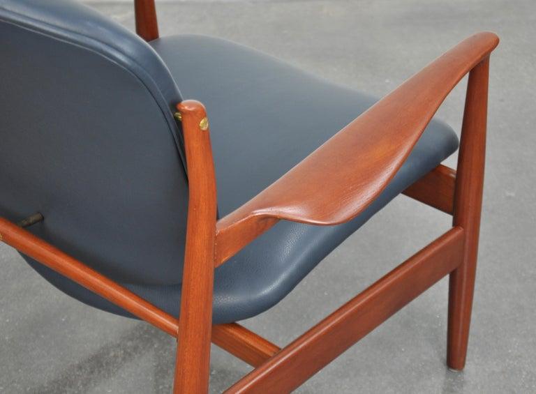 Finn Juhl FD 136 Teak and Navy Blue Leather Lounge Chair For Sale 4