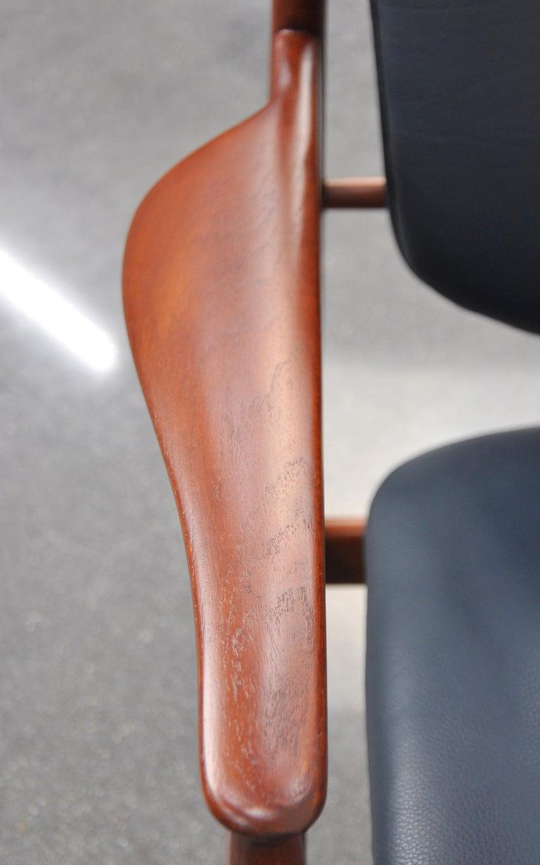 Finn Juhl FD 136 Teak and Navy Blue Leather Lounge Chair For Sale 6