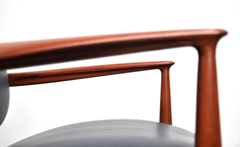 Finn Juhl FD 136 Teak and Navy Blue Leather Lounge Chair For Sale 7