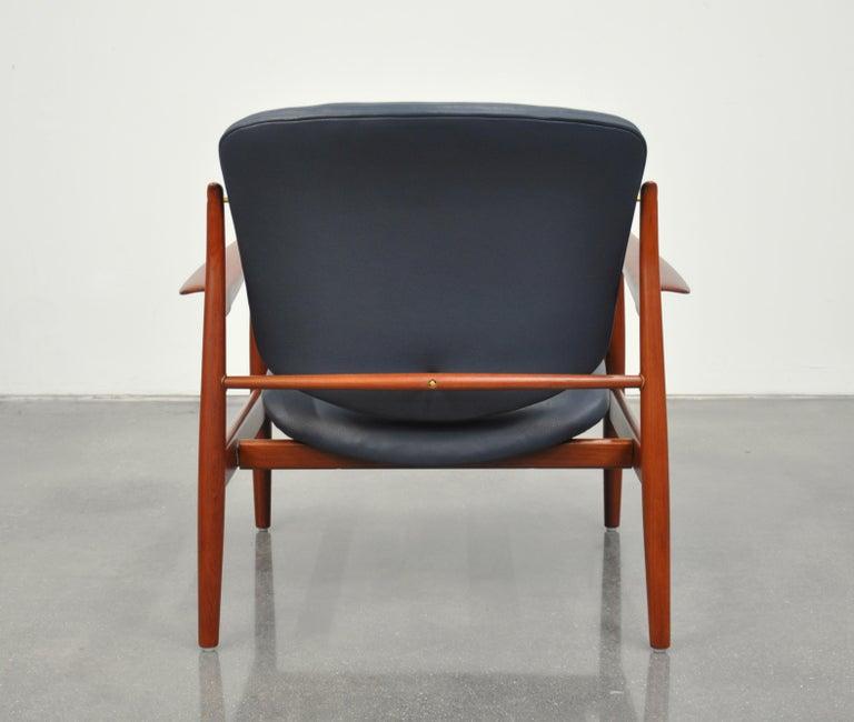 Brass Finn Juhl FD 136 Teak and Navy Blue Leather Lounge Chair For Sale
