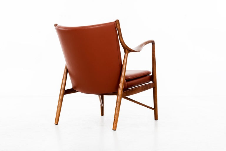 Finn Juhl FJ45 Lounge Chair In Good Condition For Sale In Chicago, IL