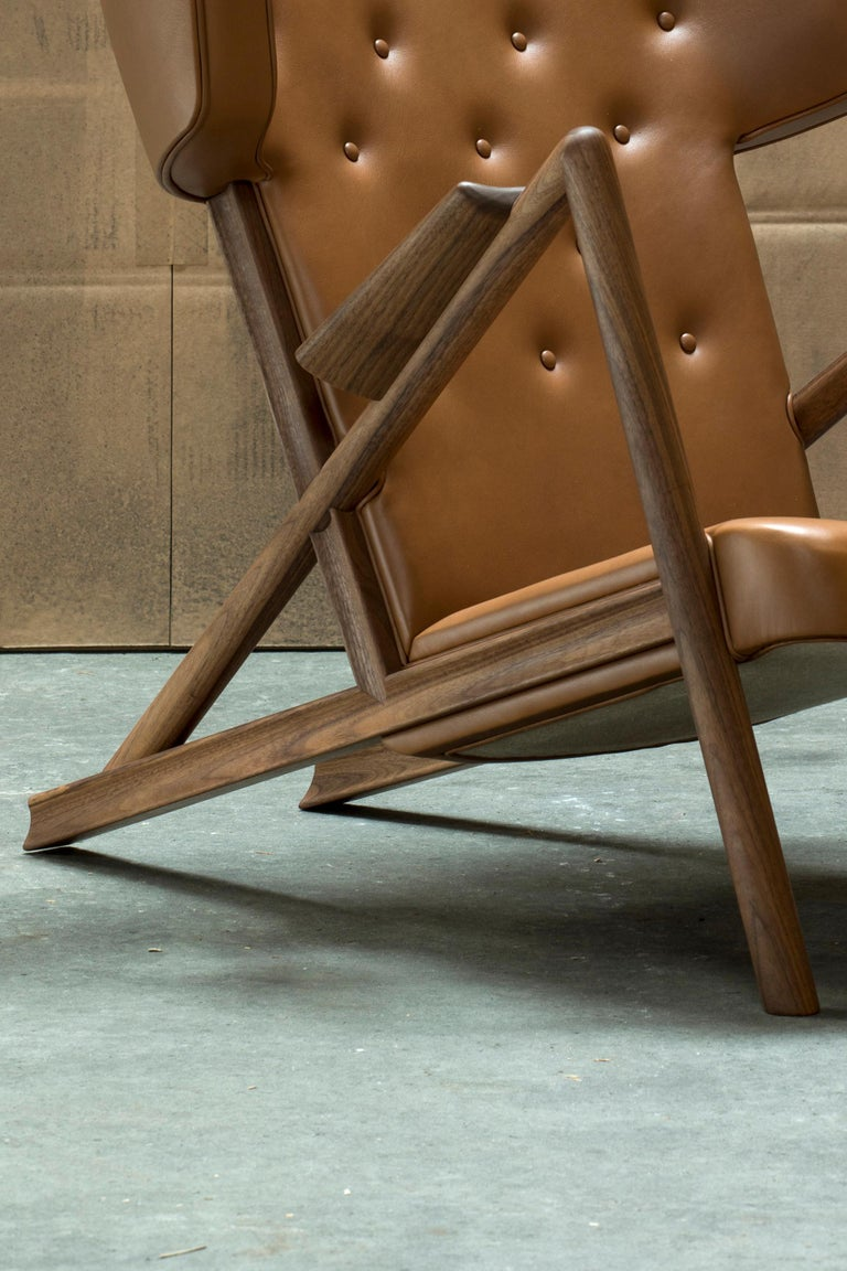 Contemporary Finn Juhl Grasshopper Armchair in Wood and Leather For Sale