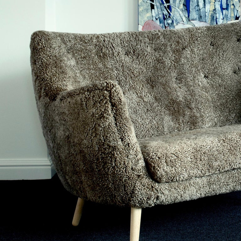Finn Juhl Grey 46 Sofa Oak Sheepskin Sahara For Sale 1