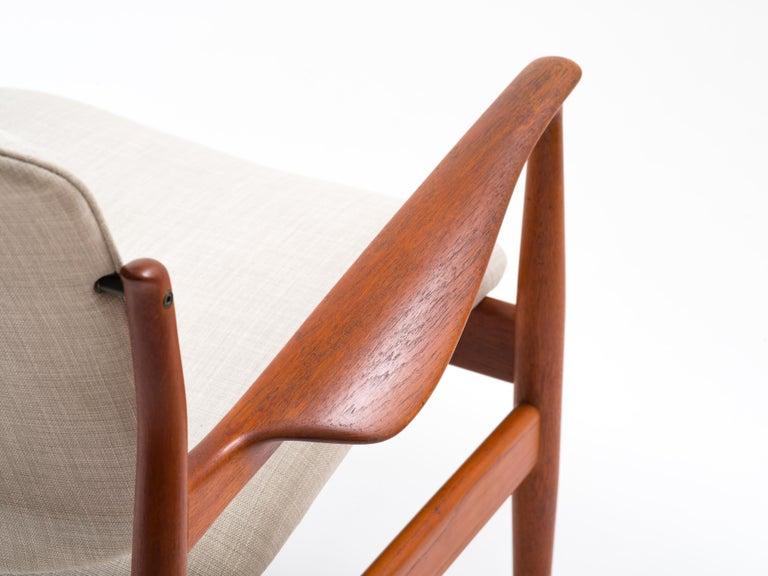 Finn Juhl Lounge Chair Model FD 136 in Teak For Sale 6
