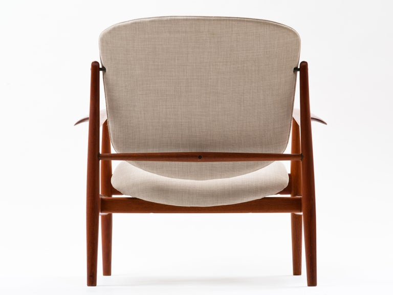 Finn Juhl Lounge Chair Model FD 136 in Teak In Good Condition For Sale In Brooklyn, NY