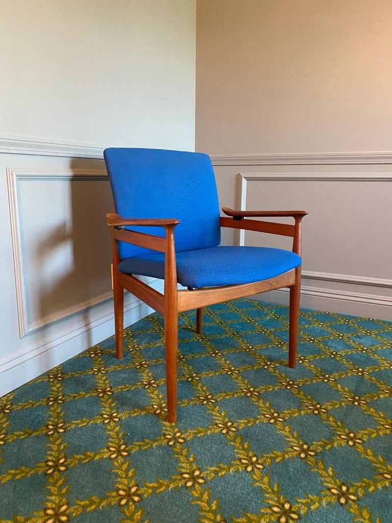 Finn Juhl Model 192 Set of Midcentury Teak Chairs '1960s' In Good Condition For Sale In San Diego, CA